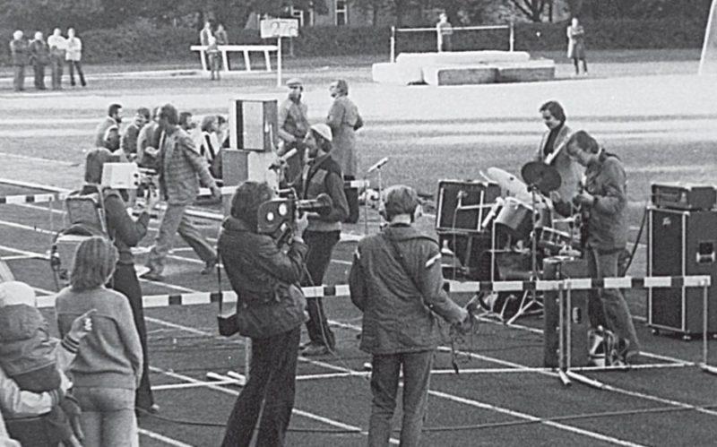 """Первые панки страны советов, группа """"Пропеллер"""" на стадионе, 1980 год"""