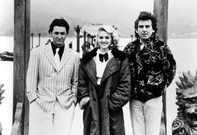 SHANGHAI SURPRISE, Sean Penn, Madonna, George Harrison on set, 1986, (c)MGM
