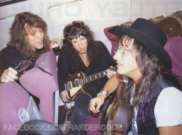 В самолете, Jon Bon Jovi, Tom Keifer (Cinderella), Richie Sambora (Bon Jovi)